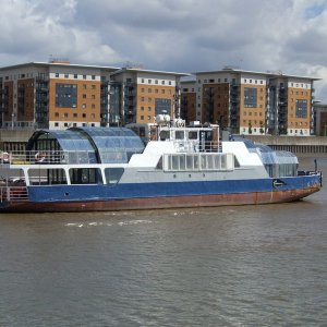 MV Soond Thames Ferry,,, Any ideas why?