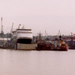 Seattle harbour and dry dock, 2004