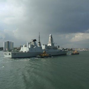 HMS Dauntless D33