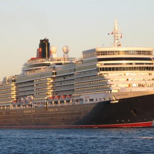 Queen Elizabeth leaving Fremantle 01-03-2011