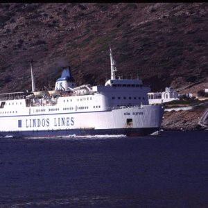 """Milos Express"" is approaching Sifnos Port"