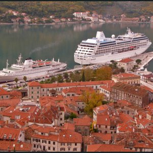 A ship and a building - Dalmacija in Kotor