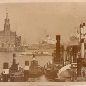Hamburg_Docks_