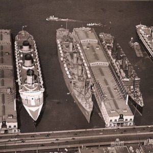 Liners in New York at the start of WW2