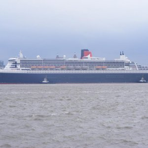 QM2 in Liverpool