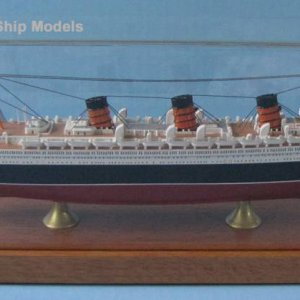 QUEEN MARY 1:900 scale model from Scherbak Ship Models
