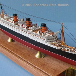 Queen Mary 1:900 scale model from www.scherbakshipmodels.com