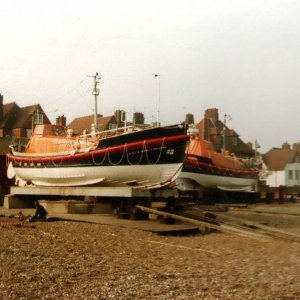 RNLB's Charles Dibdin and Mabel E Holland being changed over at Aldeburgh