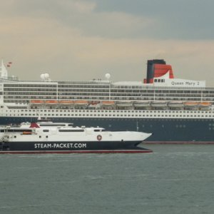 The QUEEN MARY 2 and the MANNANAN
