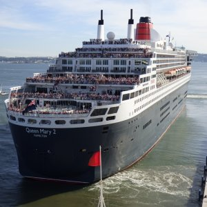 Queen Mary 2  Departing Lisbon