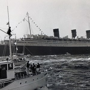 Queen Mary arrives in Long Beach 1967