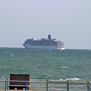 P&O ARCADIA IN WEYMOUTH BAY 18TH SEP 2020.JPG