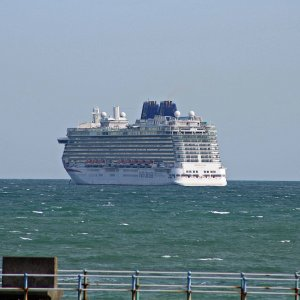 P&O BRITANNIA IN WEYMOUTH BAY 18TH SEP 2020.JPG