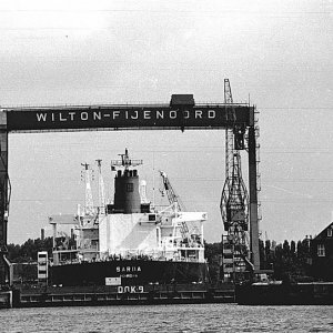 Wilton-Fijenoord Dockyard, note house on rH side