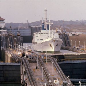 Geest ship, Panama Locks, = Geesthaven